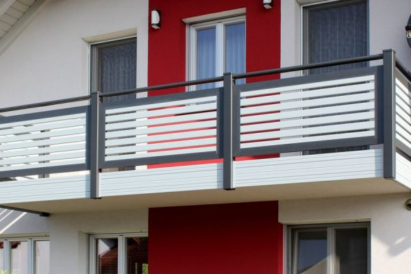 csm-guardi-nouveau-balkon-weiss-2-5f774bab45D4EC9E83-8508-B07C-3A93-6CAACEA4F2DC.jpg