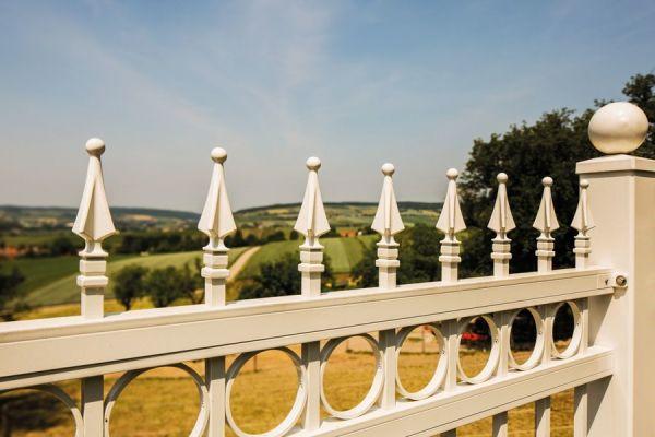 csm-guardi-venezia-balkon-weiss-c1913fcf8b5A813C2F-0802-C16D-451F-7A6C21357EA1.jpg